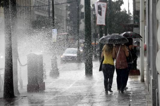 Αγίου Πνεύματος με 30άρια, βροχές και καταιγίδες – Αναλυτική πρόγνωση