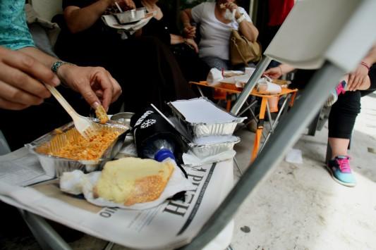 160.000 στην Ελλάδα δεν έχουν να φάνε! 17.000 ζούμε από τα συσσίτια
