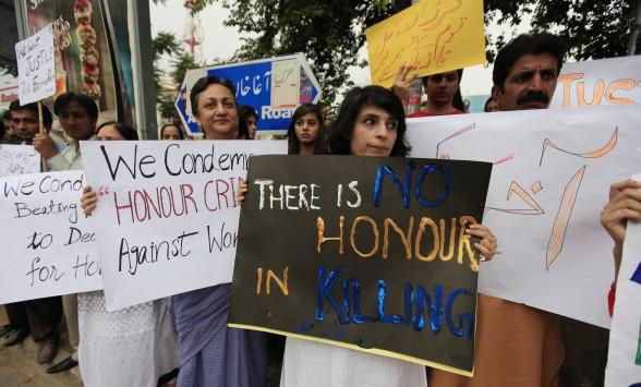 Κρεμασμένη και ατιμωμένη άλλη μια κοπέλα στο Πακιστάν