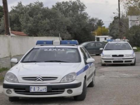 `Φαρ Ουέστ` στην εθνική οδό - Άγρια καταδίωξη με πυροβολισμούς εναντίον των αστυνομικών - Ψάχνουν με ελικόπτερο τους ληστές με τα καλάσνικοφ