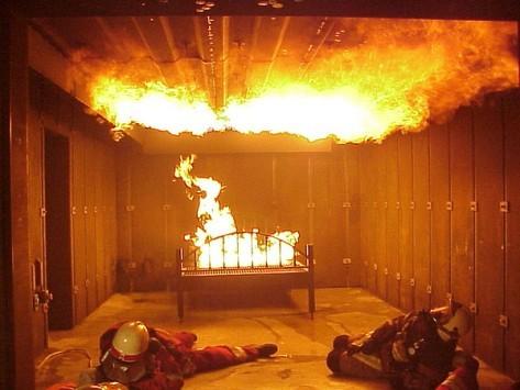 Μεγάλη φωτιά σε αποθήκη χαρτικών στον Ασπρόπυργο
