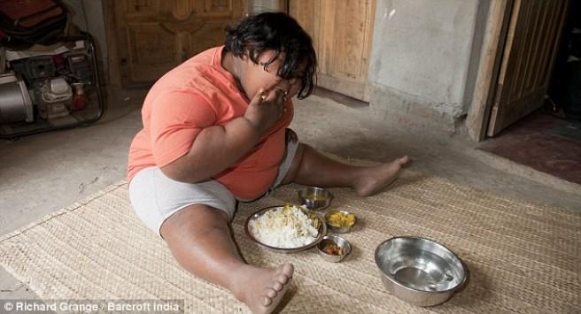 Το παιδί που δεν χορταίνει με τίποτα! Τρώει 180 μπανάνες, 8 κιλά πατάτες και 14 κιλά ρύζι!