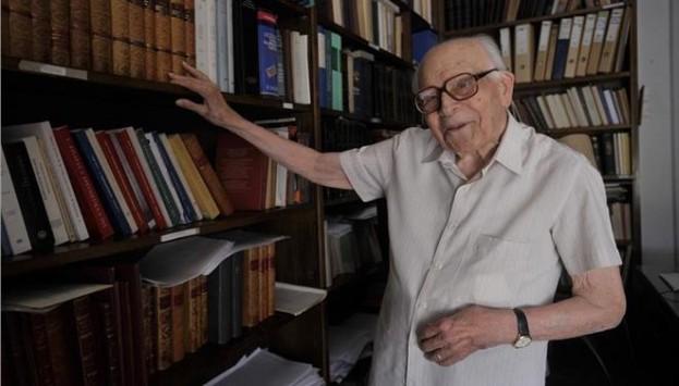 `Έφυγε` σε ηλικία 107 ετών ο Εμμανουήλ Κριαράς