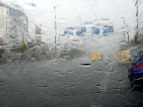 Κακοκαιρία σε πολλές περιοχές της χώρας - Πλημμυρισμένα σπίτια και πεσμένα δέντρα στους δρόμους - Που θα χτυπήσουν οι καταιγίδες τις επόμενες ώρες