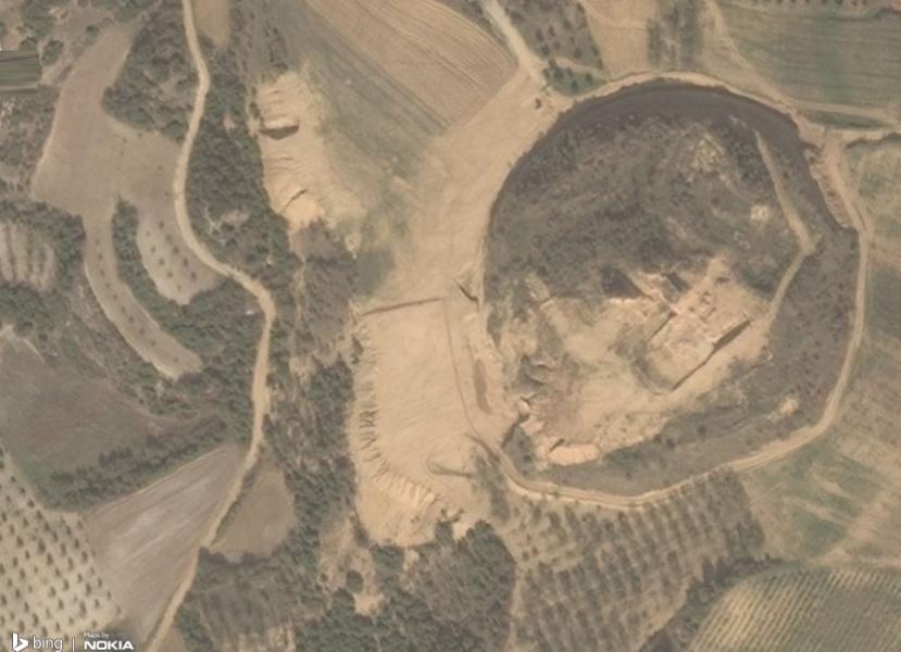 Ήδη διακρίνεται το περίγραμμα του ταφικού μνημείου - Φωτό Bing