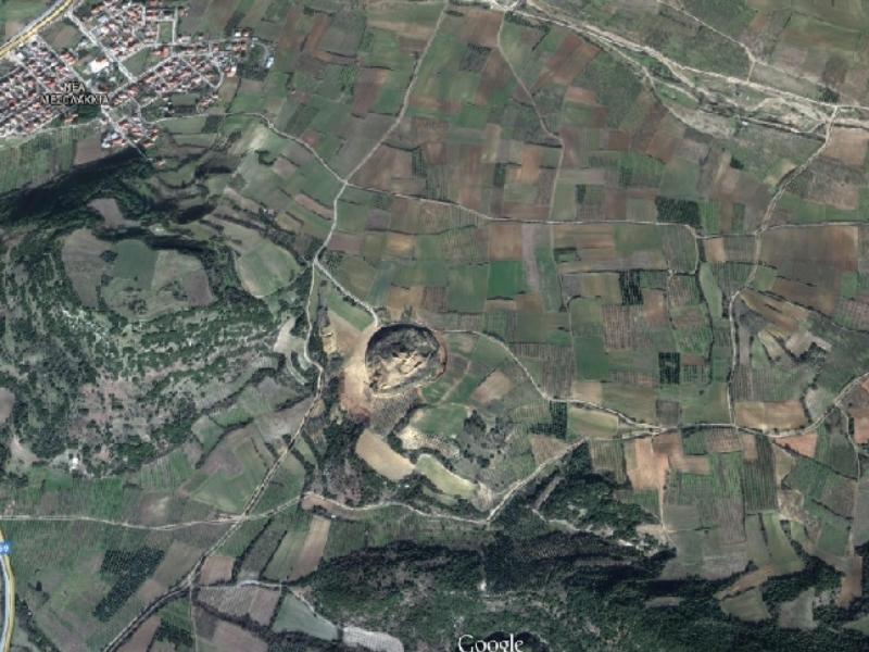 Η απίθανη συμμετρία της αρχαίας κατασκευής - Φωτό - Googlemaps