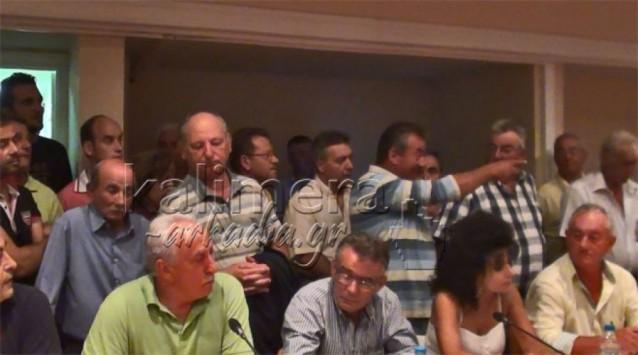 Χαμός στο δημοτικό συμβούλιο Τρίπολης για τα σκουπίδια (VIDEO)