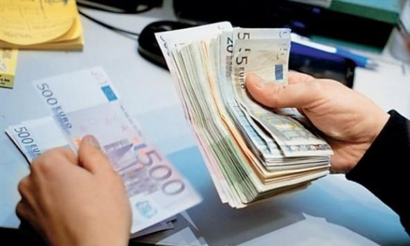 Ειδοποιητήρια για κατασχέσεις από την Εφορία και τον ΟΑΕΕ – Κινδυνεύουν με κατάσχεση μισθοί, συντάξεις, ενοίκια