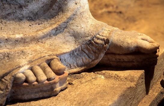 Αμφίπολη: Μαγεύουν οι ολόσωμες Καρυάτιδες - Μία προς μία οι νέες φωτογραφίες από τα άδυτα του αρχαίου τάφου - Το νέο σχέδιο των αρχαιολόγων!