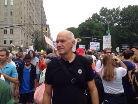 Ο Γιώργος Παπανδρέου... διαδηλωτής στη Νέα Υόρκη (ΦΩΤΟ)