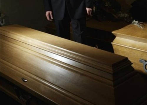 Δεν το χωράει ανθρώπινος νους! Έθαψαν ζωντανή μία 45χρονη στη Θεσσαλονίκη - Ούρλιαζε μέσα από το φέρετρο - Συγκλονιστικές καταγγελίες
