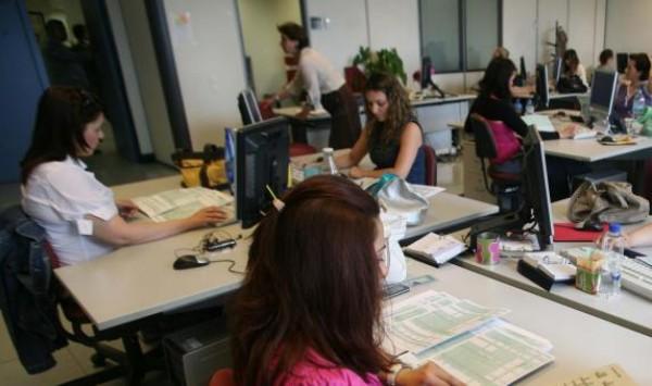 Δημόσιο: κινδυνεύει με απόλυση το 1/3 των υπαλλήλων σε πολλές υπηρεσίες