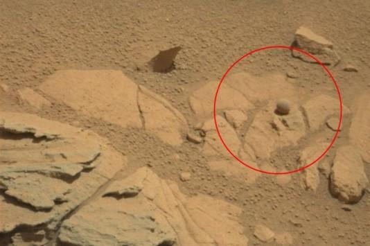 Μία μπάλα (!) στον πλανήτη Άρη ανάβει φωτιές στο ίντερνετ! (φωτό)