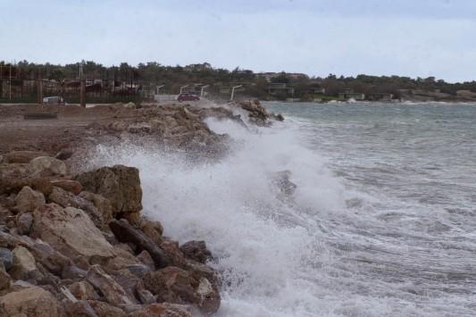 Βροχές και θυελλώδεις άνεμοι - Ακυρώθηκαν δρομολόγια πλοίων
