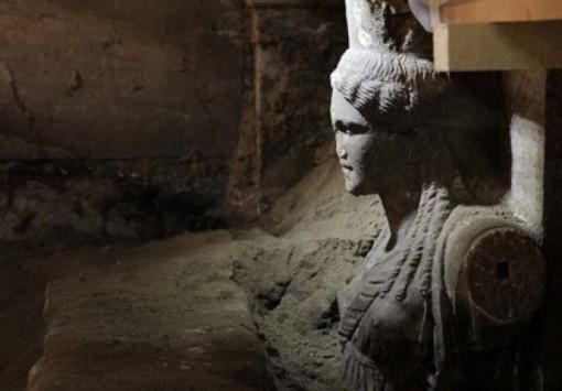 """Αμφίπολη: και στο βάθος... """"χάος"""" - Δεν βρίσκουν άκρη οι αρχαιολόγοι στον τύμβο Καστά - Οι θεωρίες που λένε ότι δεν είναι ένας απλός τάφος"""