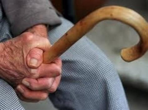 Σχεδόν οι μισοί ηλικιωμένοι άνθρωποι στον κόσμο δεν παίρνουν σύνταξη