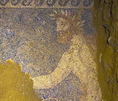 Αμφίπολη: Γιγαντιαίο ψηφιδωτό που `κόβει την ανάσα` - Η... πολύχρωμη απεικόνιση του Θεού Ερμή