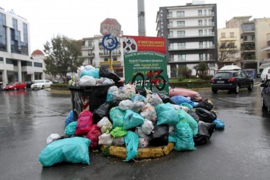 Σε κατάσταση έκτακτης ανάγκης η Τρίπολη λόγω των σκουπιδιών
