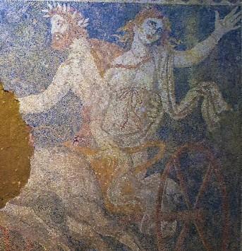 Αμφίπολη: Όλο το εντυπωσιακό ψηφιδωτό με την Περσεφόνη, τον Ερμή και τον Πλούτωνα - Το υψωμένο χέρι της Περσεφόνης και ο λευκός της χιτώνας