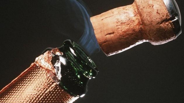 Αιτωλοακαρνανία: Ο φελλός της σαμπάνιας άναψε φωτιές - Το ζεϊμπέκικο βάφτηκε με το αίμα του ιδιοκτήτη!