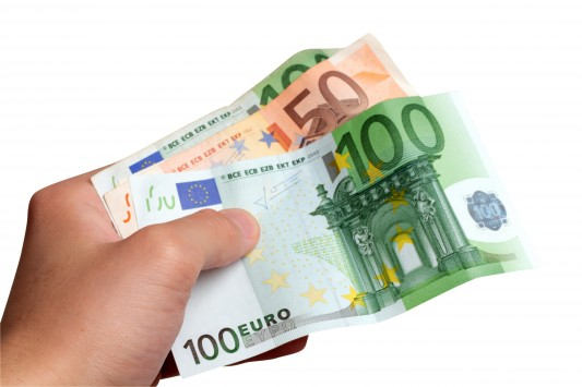 Πακέτο με 100 δόσεις για χρέη σε εφορία και Ταμεία, κούρεμα προστίμων, μείωση 30% της εισφοράς