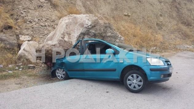 Πριν μπει στο αυτοκίνητο με το παιδί της είδε το πελώριο βράχο να λιώνει το Ι.Χ. της - ΦΩΤΟ