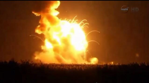 Απίστευτο video: Η έκρηξη πυραύλου της NASA καταγράφηκε από επιβάτη αεροπλάνου!