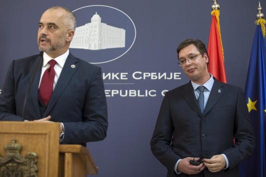 Μόνο στα χέρια που δεν πιάστηκαν ο Σέρβος με τον Αλβανό πρωθυπουργό!