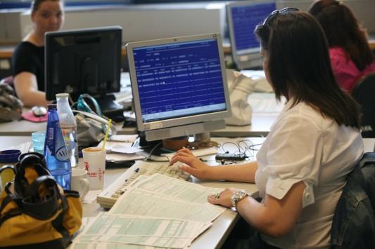 Ζητούν κατάργηση της επιπλέον αμοιβής για εργασία την Κυριακή - Ύποπτοι και επικίνδυνοι οι τροϊκανοί!