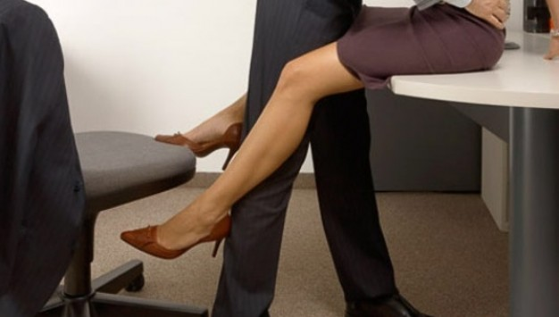 Σεξ με συνάδελφο: Να πάω ή να μην πάω