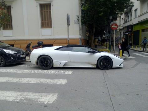 Θεσσαλονίκη: Η λευκή Lamborghini που έγινε θέμα συζήτησης - Η φωτογραφία που κάνει το γύρο των social media!