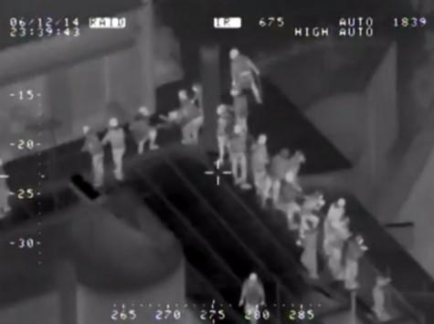 Βίντεο ντοκουμέντο από το ελικόπτερο της αστυνομίας στα επεισόδια στα Εξάρχεια! - Δείτε τους ταραξίες να πετούν μολότωφ από τις ταράτσες!