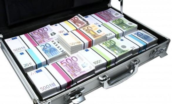 Χώρα πολυεκατομμυριούχων η Ελλάδα! Ιδιωτικός υπάλληλος με καταθέσεις 77 εκατ. ευρώ και ανεπάγγελτη με 17,5 εκατ. ευρώ – Τα... `λαβράκια` του ΣΔΟΕ