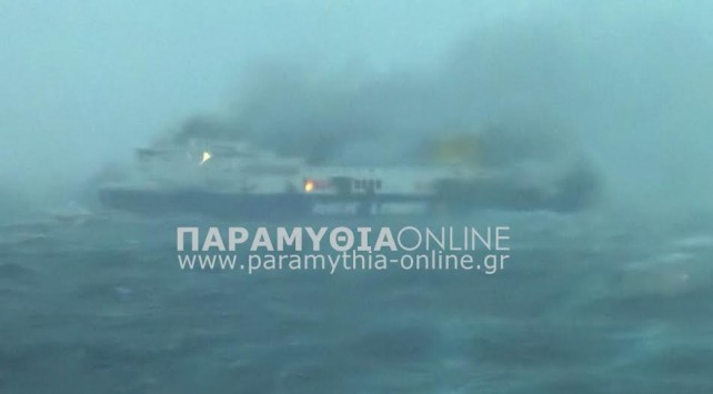 Αγωνία για πάνω από 400 επιβάτες του πλοίου Norman Atlantic που καίγεται ανοιχτά της Κέρκυρας – Κλοιός πλοίων για να γίνει η επιχείρηση διάσωσης