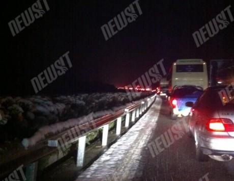 Δριμύ ψύχος σε όλη τη χώρα! Σφοδρές χιονοπτώσεις `κόβουν` τους δρόμους - Δεκάδες εγκλωβισμένοι οδηγοί - Χιονίζει στα βόρεια της Αττικής