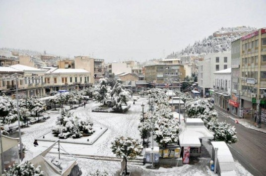 Στους -6 βαθμούς Κελσίου η θερμοκρασία στη Λαμία - Πέφτει πυκνό χιόνι - ΦΩΤΟ