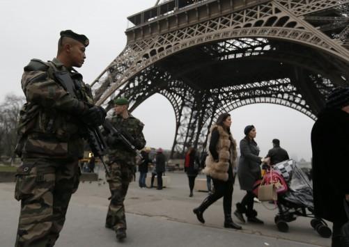 Βγήκε ο στρατός στο Παρίσι! Καταδρομείς στον Πύργο του Άιφελ