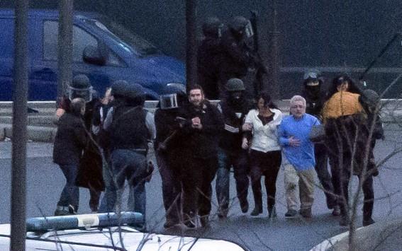 Έρμαια των τζιχαντιστών και της ανικανότητας των αρχών οι Γάλλοι πολίτες! 4 όμηροι νεκροί στο παντοπωλείο! - Νεκρός ο δράστης - Τους ξέφυγε η συνεργός