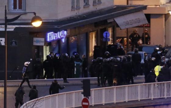 Μακελειό! Τέσσερις όμηροι νεκροί στην επιχείρηση της αστυνομίας στο παντοπωλείο στο Παρίσι! Νεκρός και ο δράστης