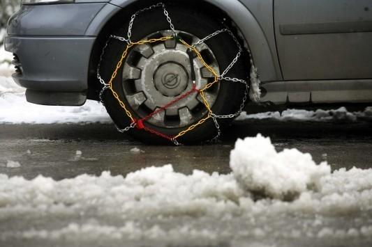 Κορινθία: Δρόμοι παγίδες από το χιόνι - Που χρειάζονται αντιολισθητικές αλυσίδες