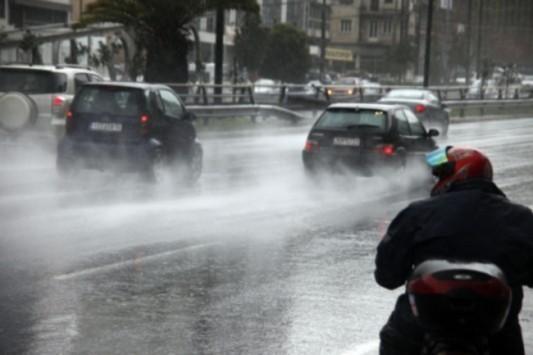Τοπικές βροχές και δυνατοί άνεμοι την Δευτέρα