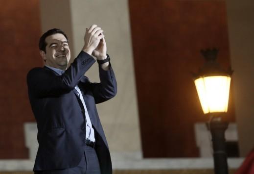 Ο Τσίπρας κηρύσσει τον πόλεμο στα `βραχιολάκια` του all inclusive