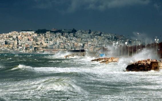 Στο έλεος της ανεμοθύελλας: Άνεμοι 149 χλμ/ώρα σάρωσαν το κεντρικό Αιγαίο!