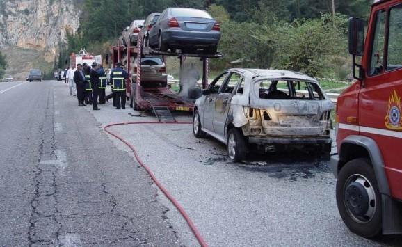 Τραγωδία με τρεις νεκρούς στην Εγνατία! Αυτοκίνητο σφηνώθηκε κάτω από νταλίκα!