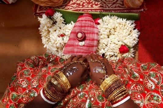 Έπαθε επιληπτική κρίση στον γάμο του και η νύφη παντρεύτηκε καλεσμένο!