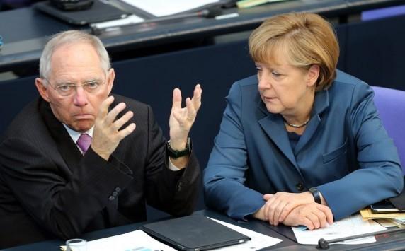 Ρήγμα στο... Βερολίνο; Η Μέρκελ `αδειάζει` τον Σόιμπλε: Σημείο για διαπραγματεύσεις το αίτημα της Ελλάδας