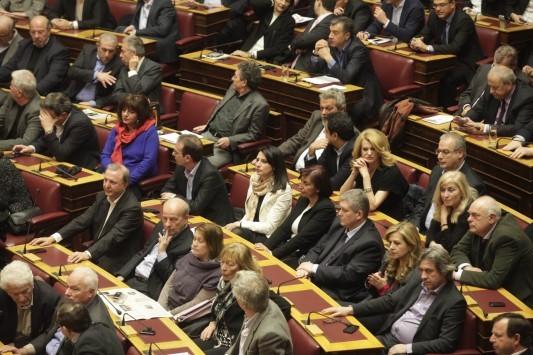 Αιφνιδίασε ο Τσίπρας με την ψηφοφορία των βουλευτών του για τη συμφωνία - Τουλάχιστον 10 βουλευτές επέλεξαν το λευκό ή καταψήφισαν