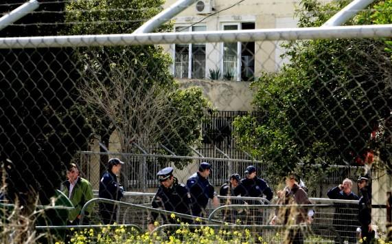 Χάος για τα σύνορα! Οργή στο Μαξίμου για τις καταγγελίες Σαμαρά περί `ελευθέρας` στους παράνομους μετανάστες - Τι απαντά ο Πανούσης
