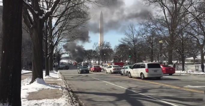 Συναγερμός στον Λευκό Οίκο! Ισχυρός θόρυβος προκαλεί αποκλεισμό - Στήλη καπνού υψώθηκε στην περιοχή - Αποκλεισμένοι Ομπάμα και δημοσιογράφοι