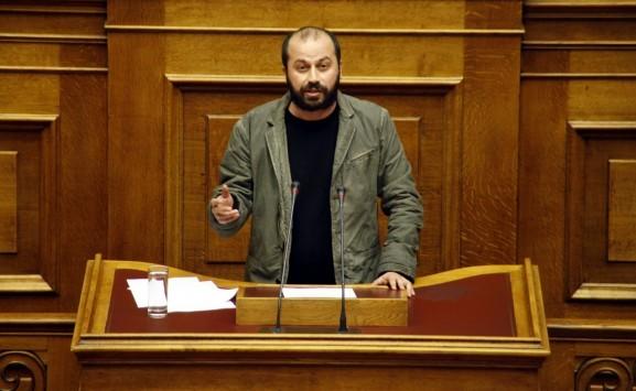 Βουλευτής του ΣΥΡΙΖΑ `κράζει` τον Τσίπρα για τα βουλευτικά αυτοκίνητα